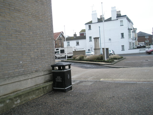 Litter bin in Clarence Road