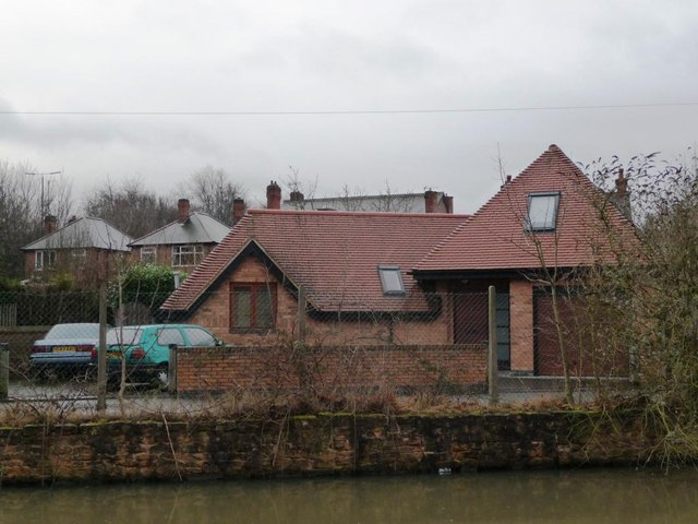 House in Lock Lane, from the canal towpath