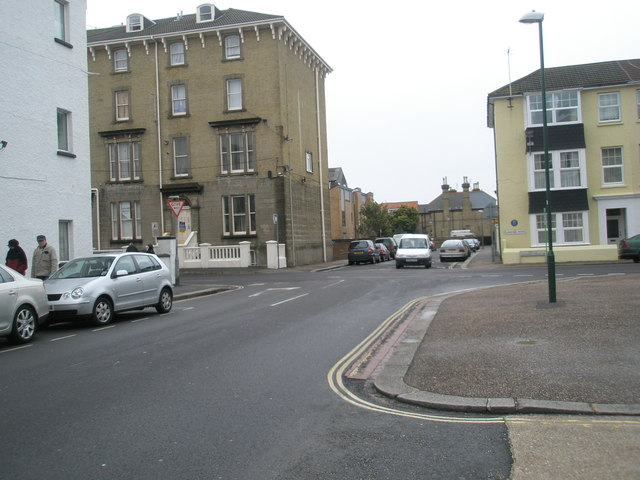 Approaching the crossroadsof Belmont Street and Clarence Road