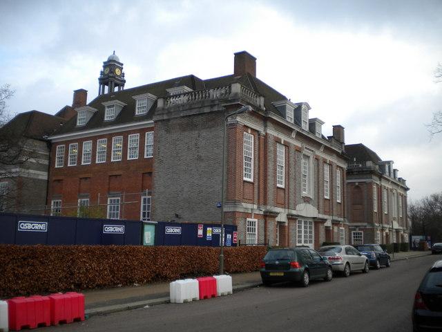 Henrietta Barnett School, Central Square NW11