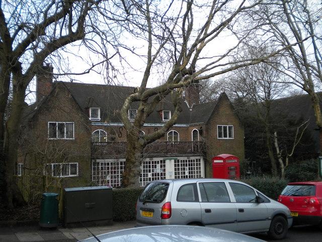 Hampstead Garden Suburb Institute, Northway Circus NW11