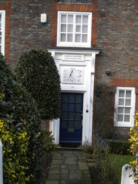 Doorway of 9 North Square NW11