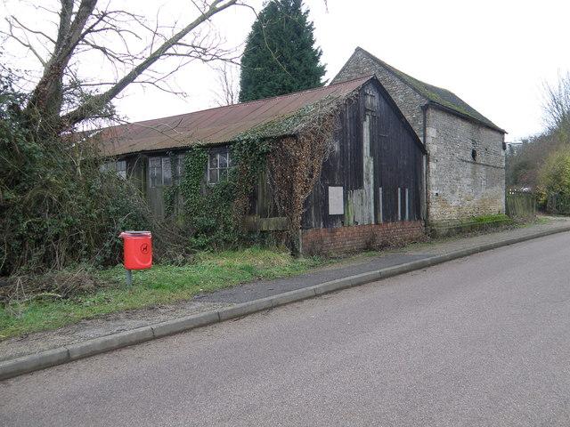 Roadside buildings at Bulwick