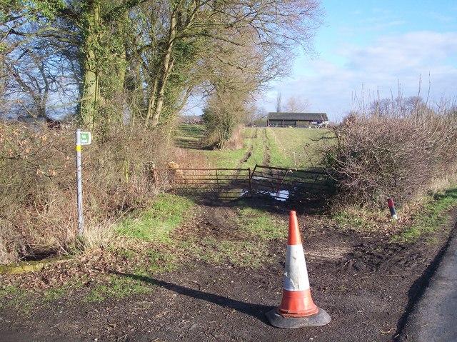 Footpath to Lovelace Farm