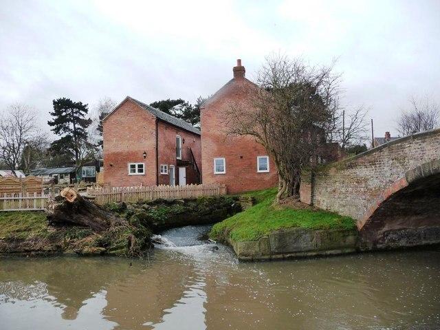 Sandiacre Lock by-wash, emptying below Lock Lane bridge