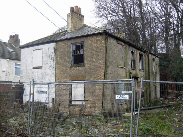 Derelict House, Cliff Road, Hessle
