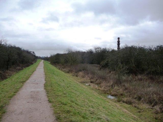 Footpath on raised embankment, Erewash Valley