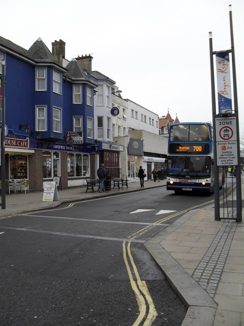 700 bus in the High Street