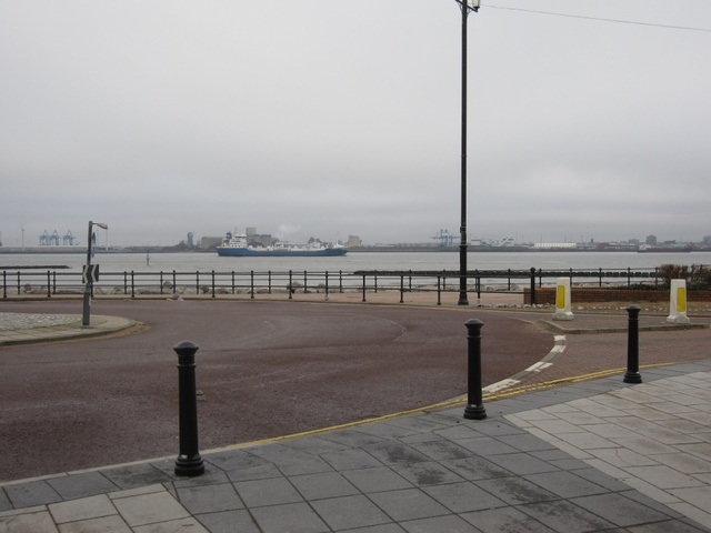 View  across the Mersey from Marine Promenade