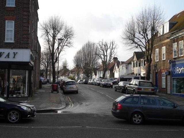 Hallswelle Road NW11