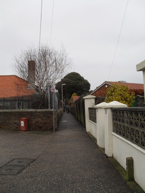 Alley from Lyon Street to Hotham Park