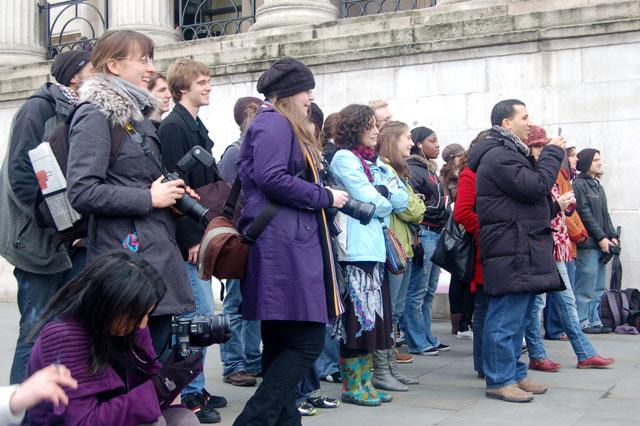 Street entertainment audience, Trafalgar Square
