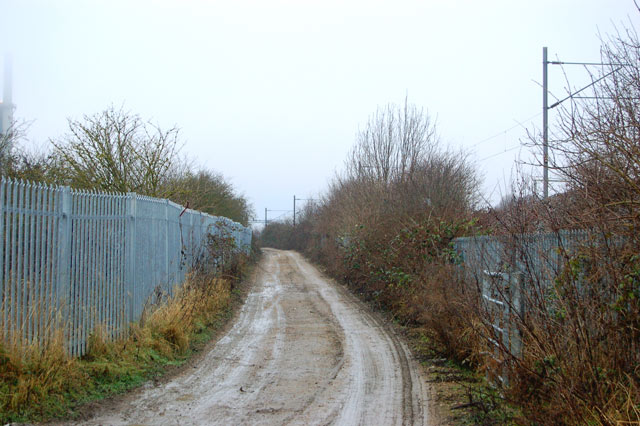 Unsurfaced road and footpath beside the railway, Rugby (2)