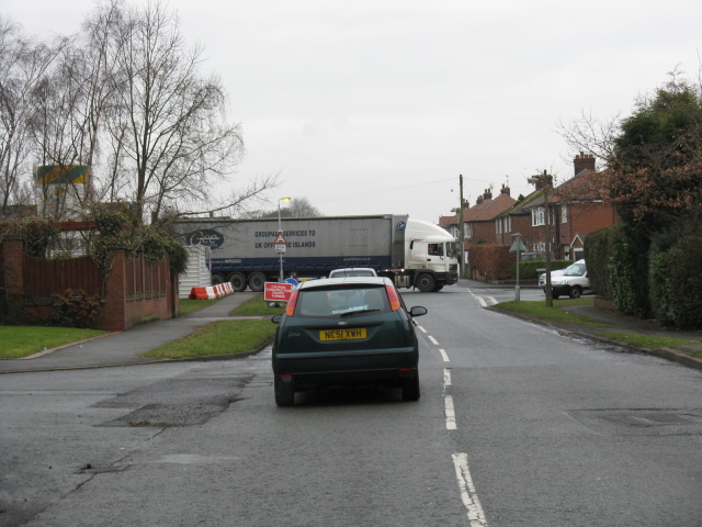 Middlewich - Delicate Manoeuvre On Warmingham Lane