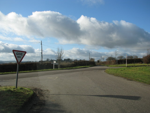 Road junction at Five Crossway from the east