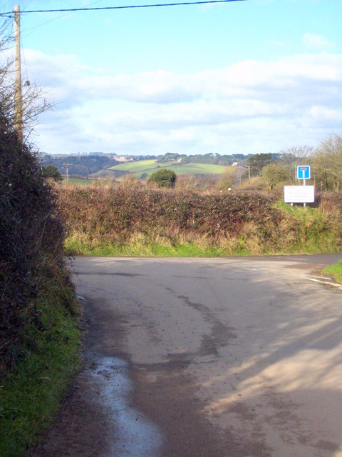 Minor road junction at Gillywartha