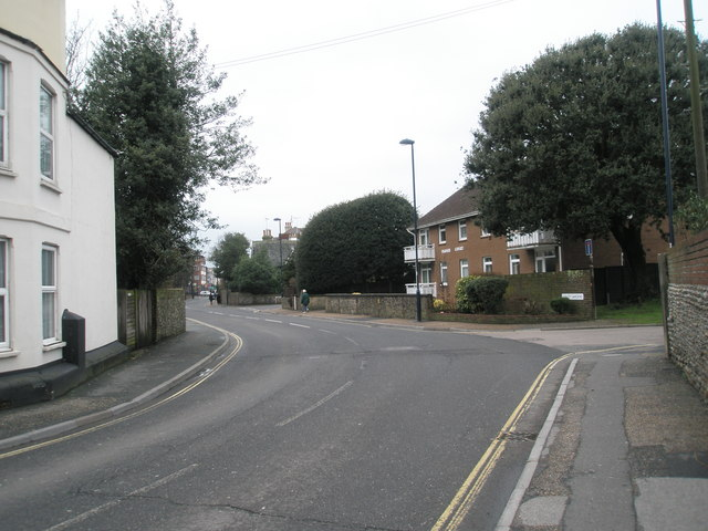 Approaching the junction of Sudley Gardens and the High Street