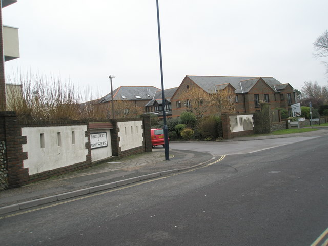Approaching the junction of Regis Court and the High Street