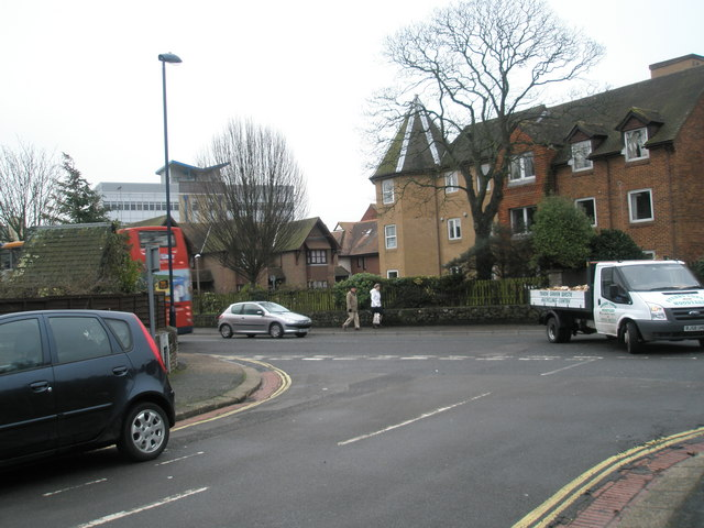 Looking from Den Avenue into the High Street