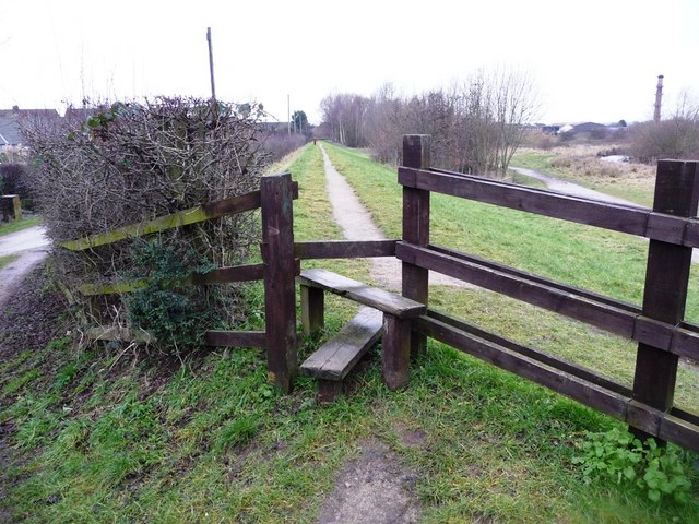 Wooden footpath stile, near the eastern end of Royal Avenue