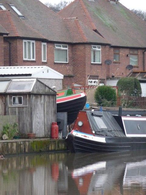 A garden full of boats, the Erewash Canal, Long Eaton