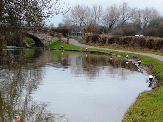 Mooring bollards, below Sandiacre Lock, the Erewash Canal