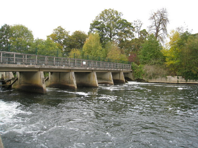 Weir on the Thames