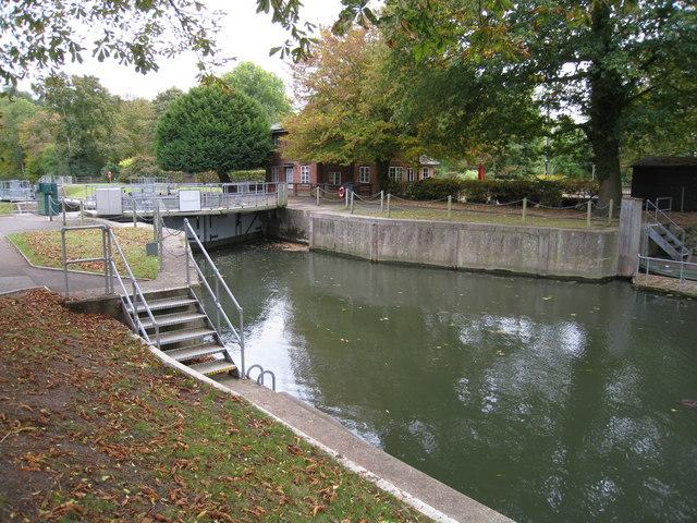 Upstream gates to Cookham Lock