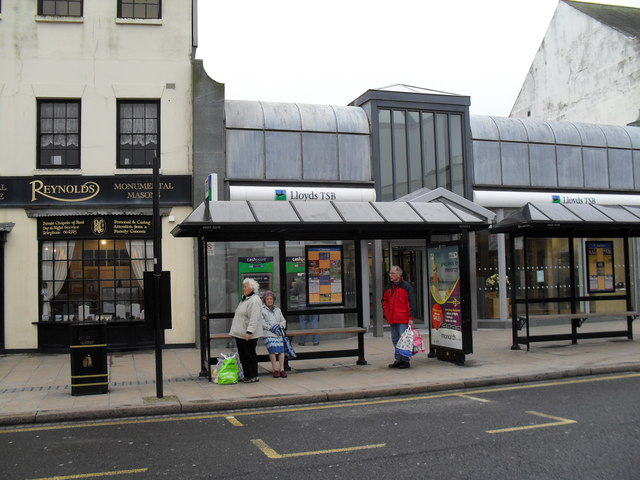 Bus shelter outside Lloyds TSB in the High Street