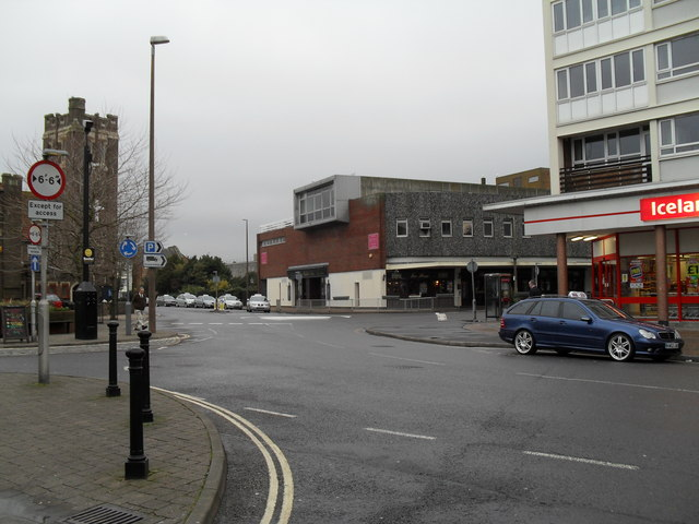 Looking from Lennox Street across the High Street towards Queensway