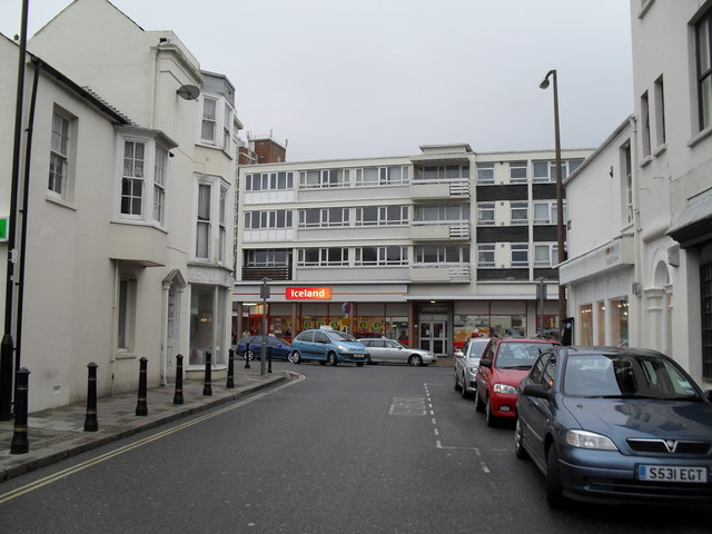 Looking from Lennox Street towards the High Street