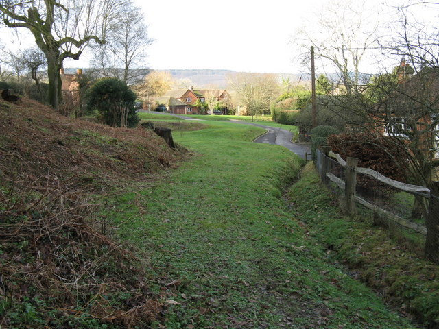 Footpath at the rear of cottages emerging into Hillgrove
