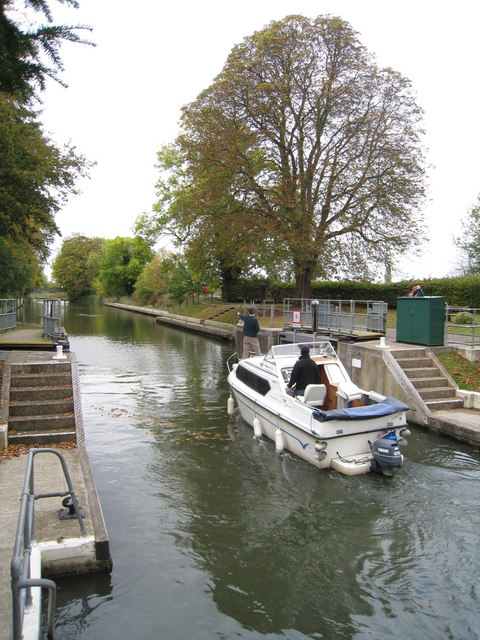 Open lock gates