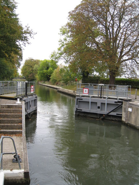 Opening the gates at Cookham Lock