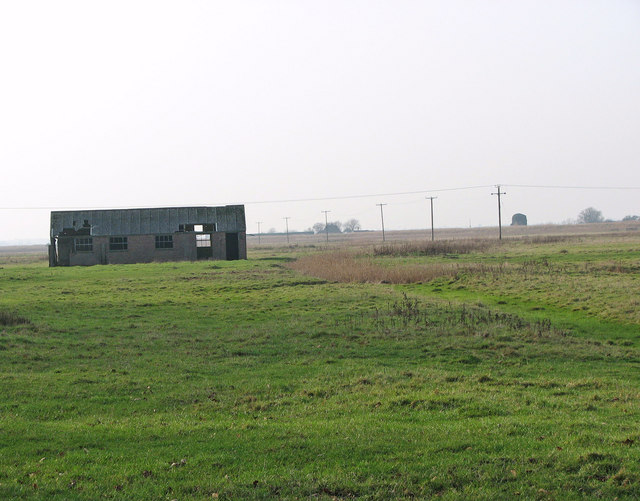 A cattle shelter in Belton Marshes