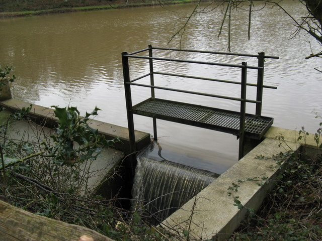 Sluice on un-named lake at Burrell's Wood