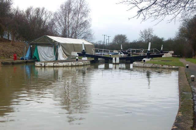 Calcutt middle lock and covered wetdock