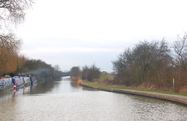 The straight length below Calcutt locks, Grand Union Canal