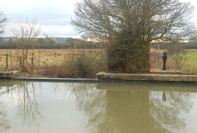 Overspill weir and flood paddle, Grand Union Canal, Calcutt
