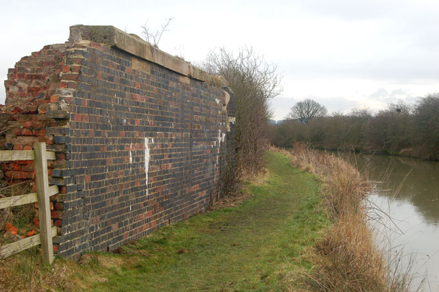Remains of railway bridge over Grand Union Canal, Tomlow