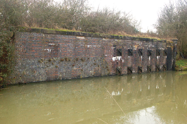 Abutment of dismantled railway bridge, Grand Union Canal, Tomlow