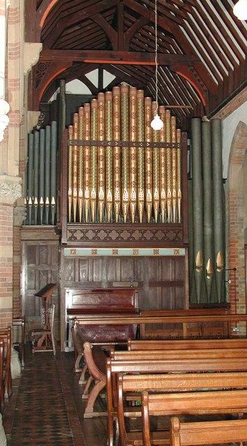 St Andrew, Hillingdon Road, Uxbridge - Organ