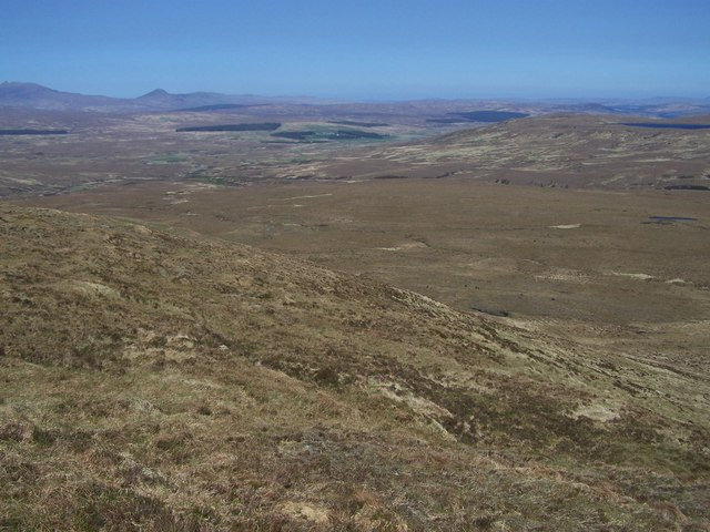Flat, almost featureless bogland to the east of Meall an Amairich.