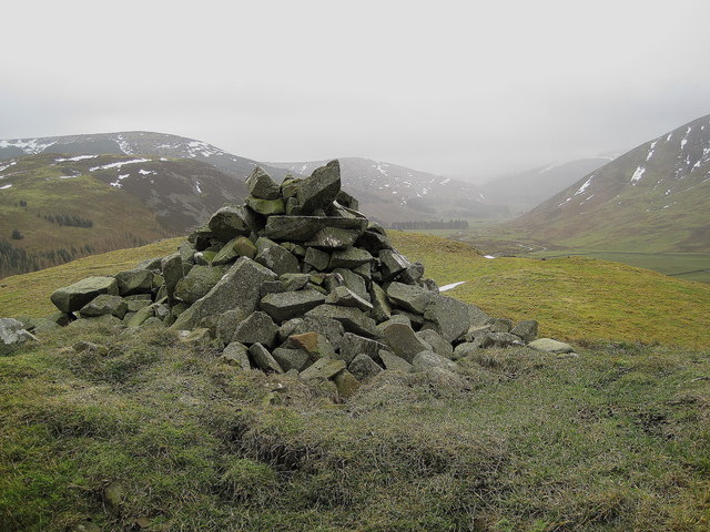 Summit cairn, Macbeth's Castle or Wood Hill