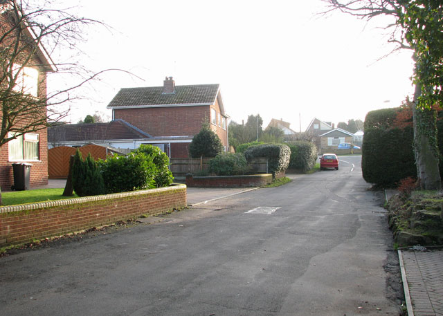 Farmans Close approaching New Road