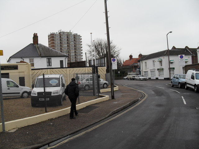 Approaching the junction of  Ockley Road and Argyle Circus