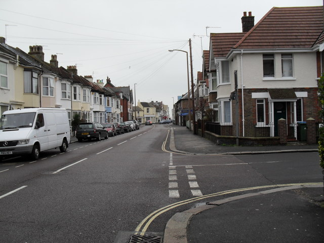 Approaching the junction of  Cavendish Road and Argyle Road