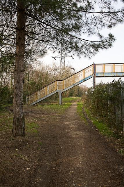Path between railway lines and Mountbatten Way