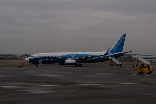 Ryanair 737 in Boeing livery