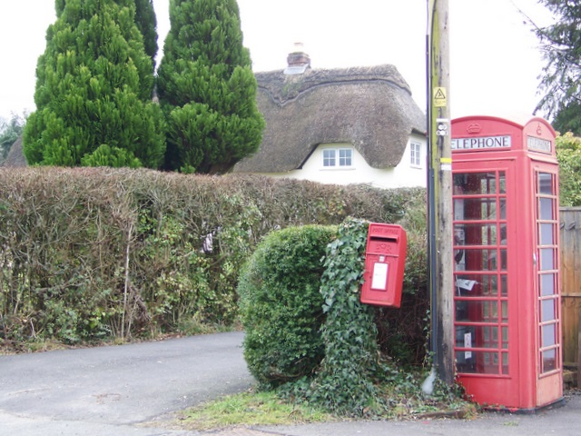 Telephone box, Holt